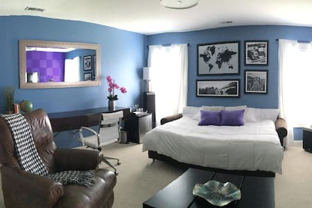 Private Room & Bath - Clean and Comfortable - Jacksonville - Casa