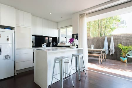 Light and bright 1-bed studio - Lejlighed