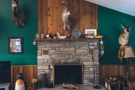 First Nation Hunting Lodge - Lambton County - Cabin