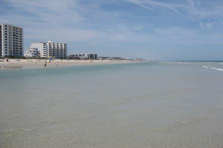 THE BEACH RETREAT - Condominium