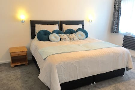 Quiet, safe, owner onsite, walk to MK station. - Loughton - Flat