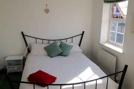 Bright double room in Dartford - Dartford - Casa
