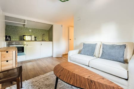 Newly decorated Cosy apartment. - Alcobendas
