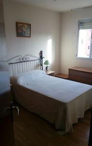 Habitación Privada, Tranquila y Luminosa - Madrid