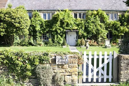 Court Farm Standerwick nr Bath (Sleeps 10-14) - Standerwick - Casa