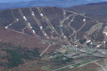 Feb 19-26 Jiminy Peak skiing Unit C - Huoneisto