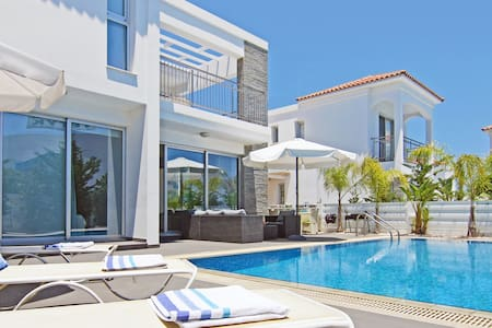 Lydia-luxury 3beds villa by the sea - Pernera