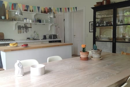 Close to town and beach, lovely terrasse - Hellerup - Villa
