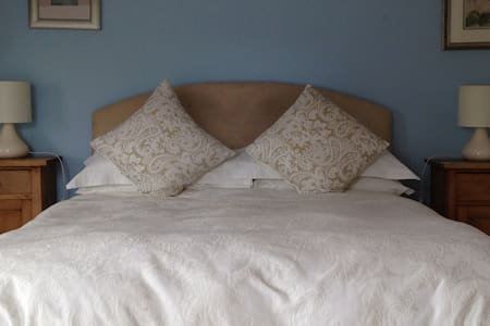 Robin's Roost at Marsh Farm Bed and Breakfast - Abbots Bromley - Bed & Breakfast
