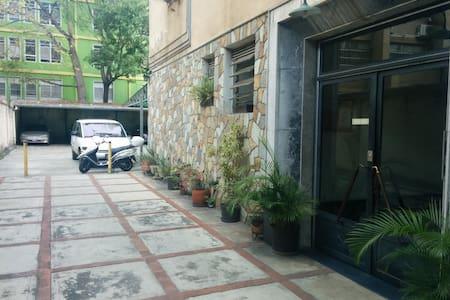 Acogedor y comodo apartamento en Los Chaguaramos - Lakás