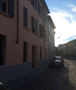 Appartamento con cortile condiviso-centro storico - Apartment