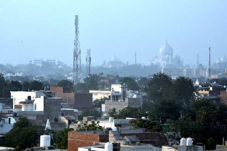 Penthouse w a WOW view of the Taj - Agra