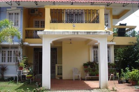 Florida Gardens Yellow 3 Bhk Villa - Benaulim