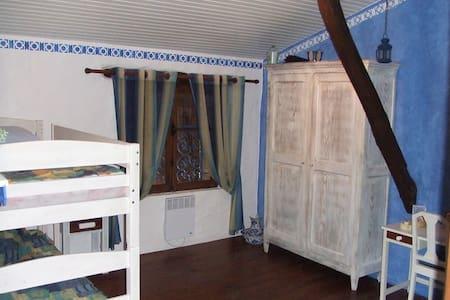 Chambre bleue  à partager dans un site enchanteur - Inap sarapan