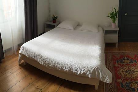 Grande chambre en plein centre ville - Périgueux - Wohnung