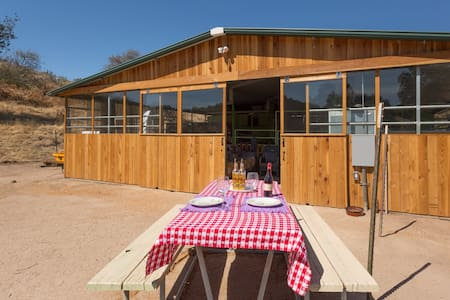 Country Barn for dog & wine lovers - Stuga