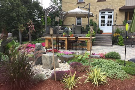 Quilted Comfort B&B  2 bedrooms, 2 guests per room - Saint Jacobs - Inap sarapan