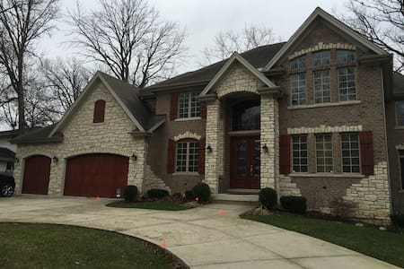 Oak Brook Area Luxury Home Ready for your Family - Ház