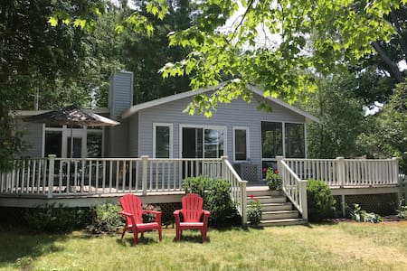 Nice Petoskey, MI lakefront cottage - Crooked Lake - Petoskey - Rumah