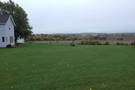 Great Farm Accommodation. Close to Green Bay. - Valders