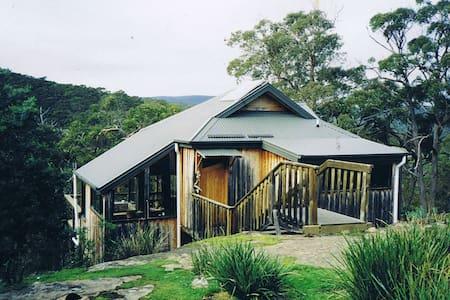 Alpine styled cabin near the surf. - Hytte