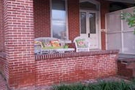 Porch Place-Private apt on the park - Wilmington - Appartamento