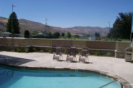 Centrally located 1 bedroom Luxury Condo - Chelan - Apartment