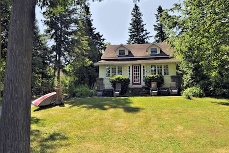 Sturgeon Lake with Character and Comfort - Cottage