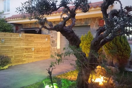 Casa 3 hab. Jardin Bbq Piscina Jacuzzi - House