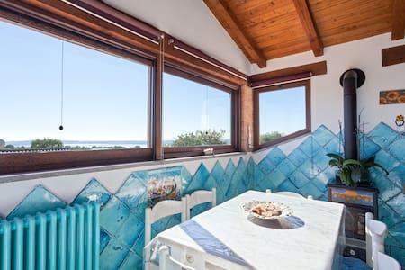 Affascinante mansarda in villa con piscina - Trevignano Romano - Lejlighed