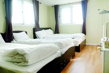 Family room, Free Pick-up/Drop-of - Jung-gu - Bed & Breakfast