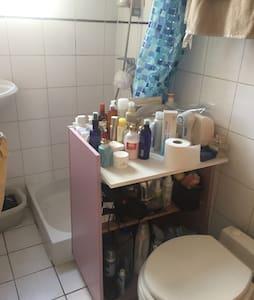 巴黎舒适公寓沙发床,带有独立卫生间,交通便利。(限女性住客) - Appartement