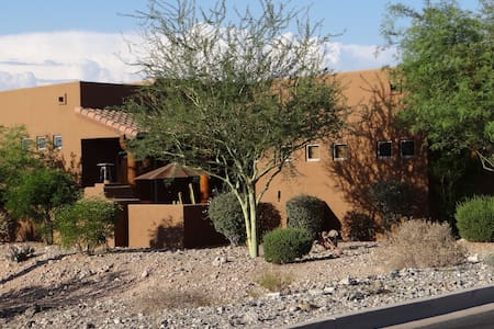 Exclusive Desert Resort-Style Guest House - House