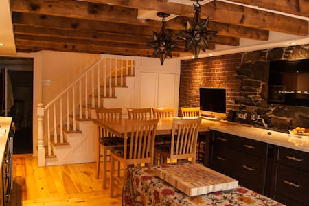 Downtown historical home w Brkfst! - Halifax - Townhouse