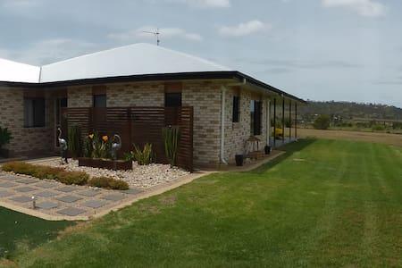 Near Toowoomba & Wellcamp Airport - Wellcamp - Bed & Breakfast