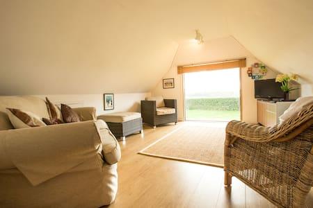 Barn Studio Apt, Surrey countryside - Loft
