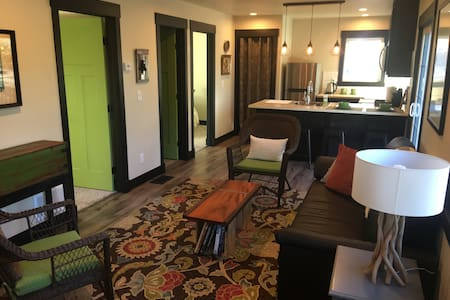Private Cozy 2-Bedroom Downtown Retreat - Colorado Springs - Hus
