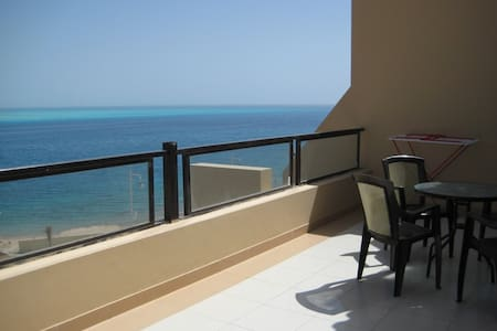 Apartment with breathtaken sea view and beach - Qesm Hurghada