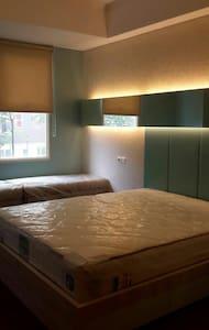 Cozy studio above swimming pool. - Apartment
