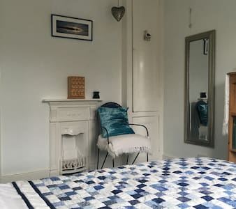 A Light Double Room with sea views - Sidmouth - House