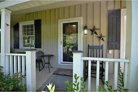 Charming Century Home - Huis