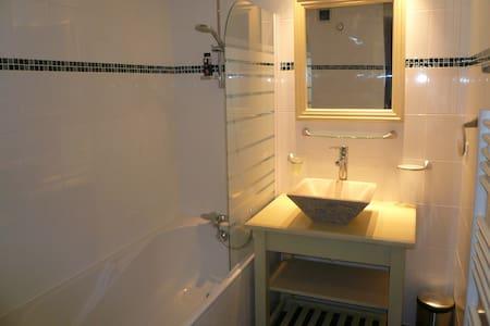 Bel appartement de 2 Pièces au centre de Combloux - Apartament