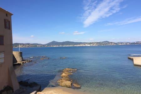 Saint Tropez, les pieds dans l'eau - Saint-Tropez - Byt