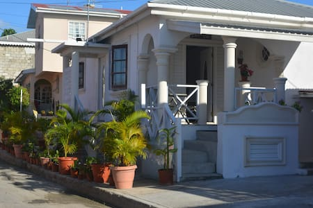 Delmar Villa by the sea-2 bdrm home - Weston - Huis