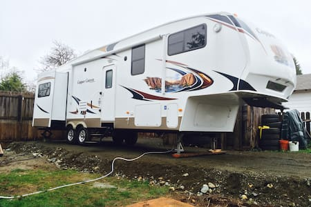 Your own house on wheels! - Camper/RV