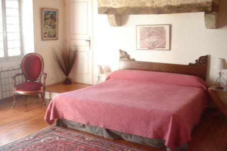 chambre proche Cahors et St Cirq Lapopie - Hus