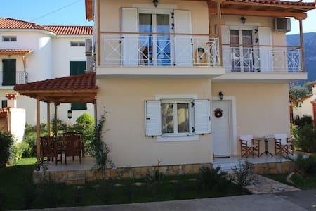 Villa Niriides - Diakopto - House