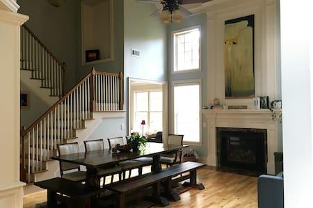 Elegant lake home centrally located - Gainesville - Ganze Etage