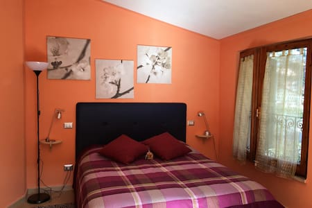 Orange bedroom-Homey b&b in Tuscany - Inap sarapan