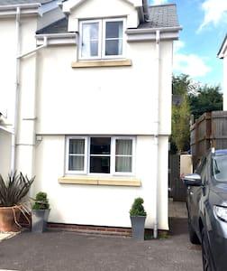 Private Guest Annexe in Lympstone Village, Devon - House